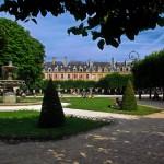 La place des Vosges à Paris