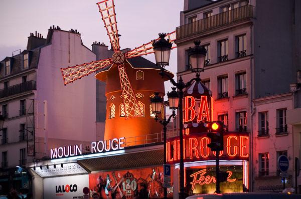 Un dîner de Noël au Moulin Rouge