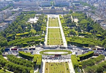 Baladez vous au champ de mars à Paris